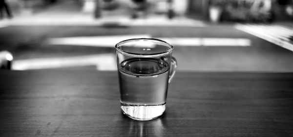 how to lose weight by drinking water and staying healthy. the benefits of drinking water for your body and mind.